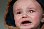 【動画】橋下徹さんの神対応に感動!講演中に泣く赤ちゃんを連れ母親が退席しようとした時…